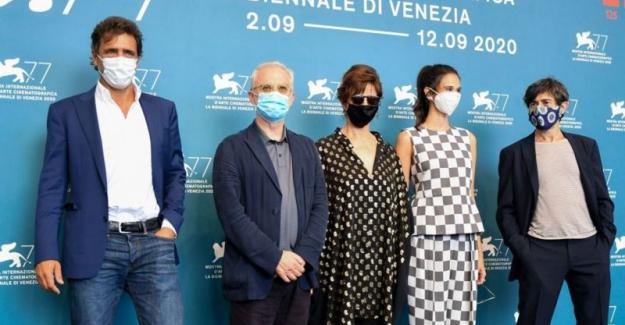 Pandemi döneminde düzenlenen ilk büyük film festivali Venedik'te başladı