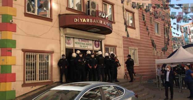 HDP Diyarbakır İl Binası'nda operasyon, gözaltına alınanlar var