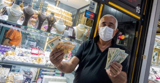 Türk Lirası, dokuz haftadır değer kaybederek 1999'dan beri en uzun süreli düşüşünü yaşadı