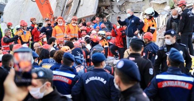 İzmir depreminde hayatını kaybedenlerin sayısı 51'e yükseldi