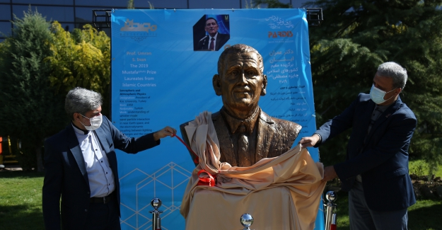 Tahran Bilim Parkı'nda Koç Üniversitesi Rektörü Umran İnan'ın büstü açıldı