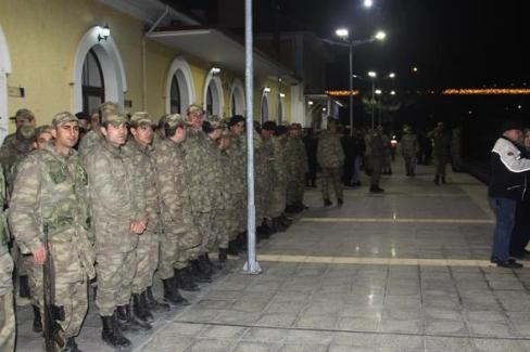 Deniz Kuvvetleri ve Jandarma'da asker sevkleri ertelendi