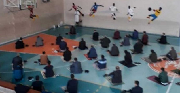 Erzurum'da okulların spor salonları 'cuma namazına' açıldı!