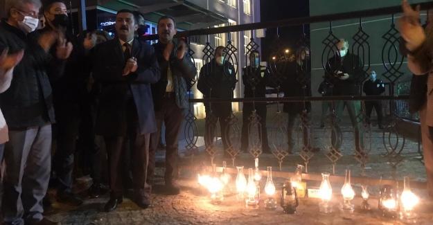 """Gaz Lambalarıyla Protesto: """"Fener Alayı Değil Elektrik İsyanı"""""""