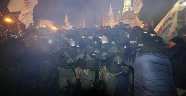 Ukrayna'da Kovid-19 yasaklarına karşı protesto: En az 40 yaralı