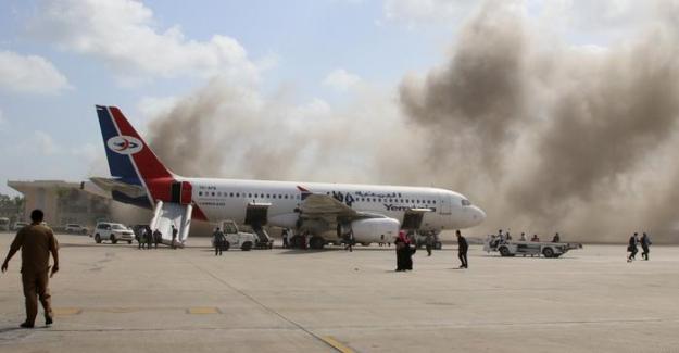 Yemen'de yeni hükümetin indiği havalimanında patlama: 26 Can kaybı
