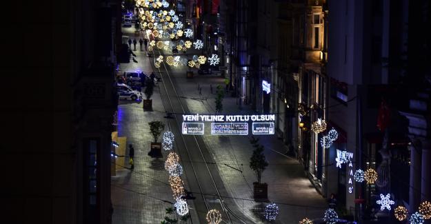 İstiklal Caddesi, ilk kez bir yılbaşı gecesi sessizliğe büründü