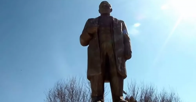 Ukrayna'da son Lenin heykeli de yıkıldı