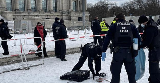 Berlin'de Koronavirüs tedbirleri protesto edildi