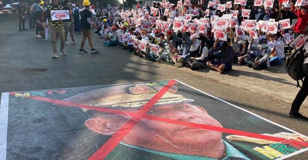 Myanmar'da darbe karşıtı gösteriler sürerken, sokaklara ilave zırhlı araçlar konuşlandırıldı