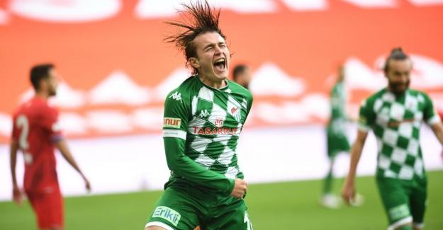 Türkiye'de yetişen genç futbolcuların önceliği Avrupa oluyor