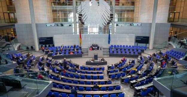 Almanya'da 18 vekilin dokunulmazlığı kaldırıldı
