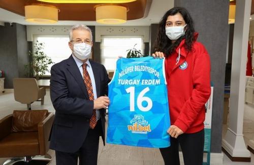 Başkan Erdem'den Nilüfer'in Sultanları'na tam destek
