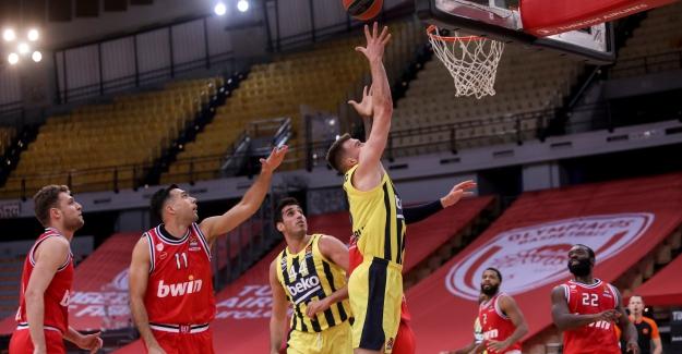 Fenerbahçe, Olympiakos'u 5 sayı ile devirdi
