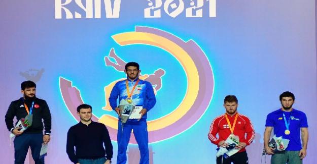 Türk güreşçiler Ukrayna'dan 4 madalya ile dönüyor