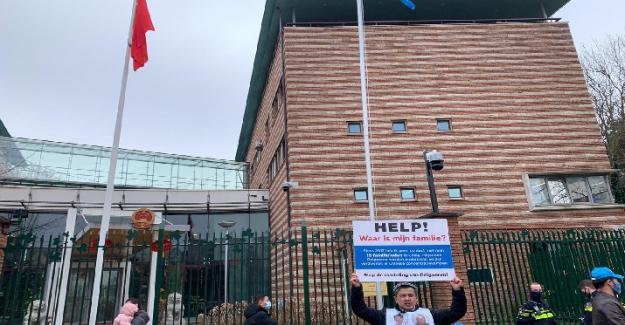 Uygurların Hollanda'daki aile nöbetinden Cumhurbaşkanı Erdoğan'a çağrı!