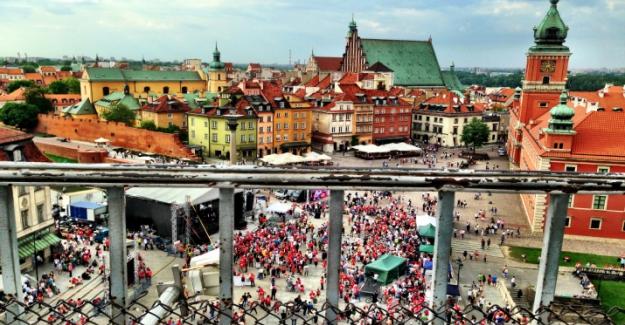 Azerbaycanlı öğrenciler Varşova'da saldırıya uğradı