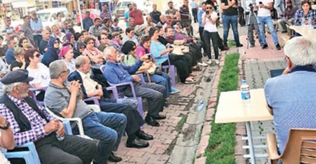 Belediye Meclisi'ni sokakta toplayan sıradışı başkan