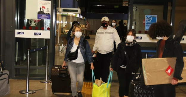 Bodrum'a tatilci göçü, hem havadan hem de karadan devam ediyor: Uçaklar ek sefer koydu