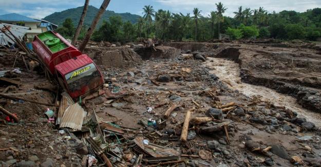 Endonezya'da sel felaketi: Can kaybı 181'e yükseldi