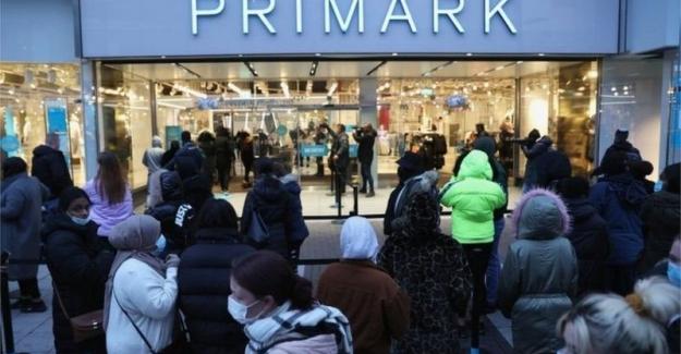 İngiltere'de koronavirüs önlemleri gevşetildi, mağazalar aylar sonra açıldı