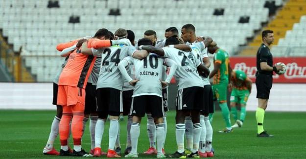 Kartal yine uçuşa geçti; Beşiktaş 3-0 Alanyaspor