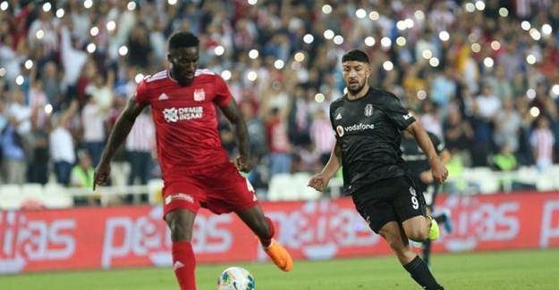 Lider Beşiktaş, Sivas'tan 0 - 0 beraberlikle ayrıldı