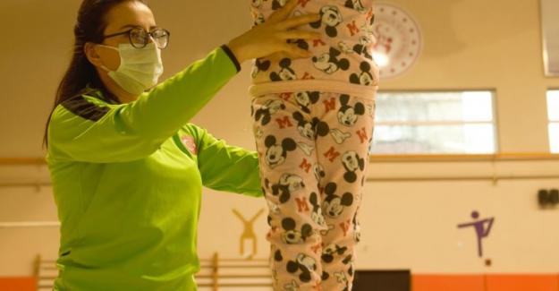 Naim Süleymanoğlu Spor Kompleksi'nde çocuklara jimnastik eğitimleri
