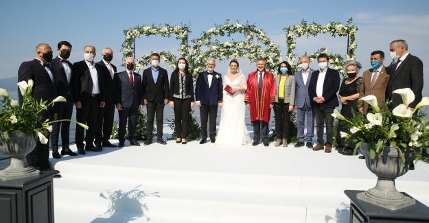 """Nilüfer'de Yılın Nikahı: """"Belediye Başkanı Turgay Erdem ve Zeynep Terzioğlu evlendi"""""""