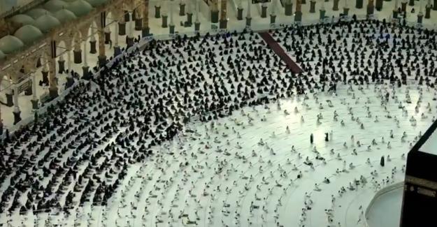 Salgının başından bu yana Kabe'de en kalabalık anlar