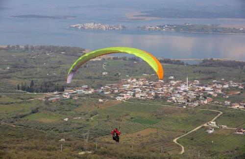 Yamaç Paraşütü Hedef Şampiyonası'na rüzgar engeli