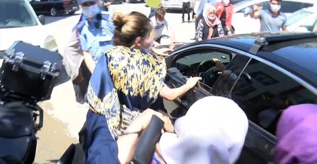 Ekrem İmamoğlu'na protesto, konvoydaki araçlara vurdular!