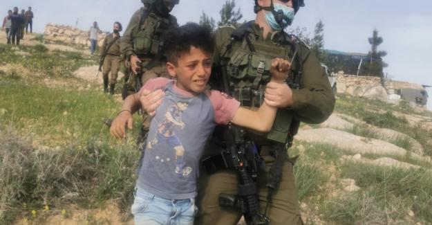 """İsrail ordusu itiraf etti: """"Filistinli çocukların gözaltına alınması hataydı"""""""