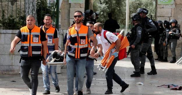 İsrail polisi, Mescid-i Aksa'da nöbet tutan Filistinlilere saldırdı: 215 yaralı
