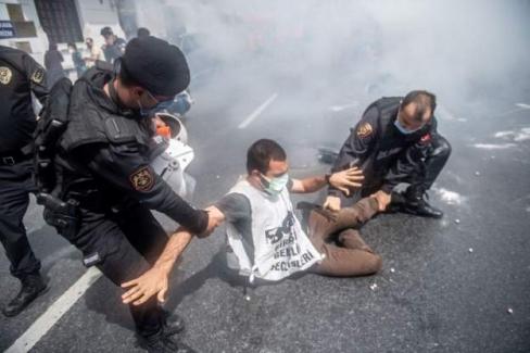İstanbul Valiliği'nden 1 Mayıs açıklaması: Taksim Meydanı'na yürümeye çalışan toplam 212 kişi gözaltına alındı