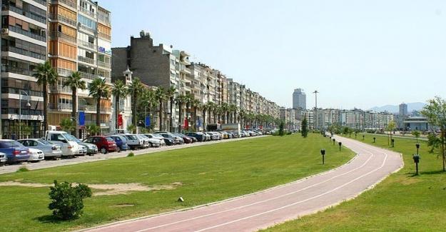 İzmir tam kapanmada başarı sağladı ve korona vakaları yarı yarıya azaldı