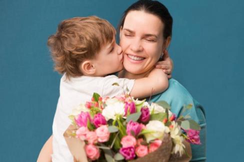 """Tüm Annelerimizin """"Anneler Günü"""" Kutlu Olsun"""
