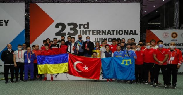 Türkiye, 23. Uluslararası Gençler Şampiyonlar Güreş Turnuvasında şampiyon oldu!
