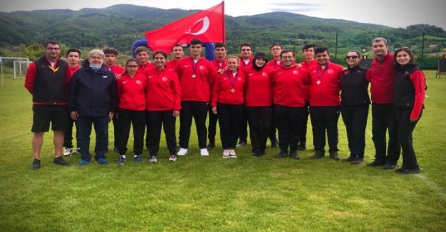 Türkiye Okçuluk Milli Takımı'na madalya yağmuru! Yurda madalya ve kupalarla döndüler