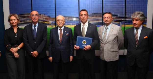 Fenerbahçe'de Ali Koç mazbatasını aldı