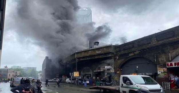 Londra'da Elephant&Castle metro  istasyonunda patlama!