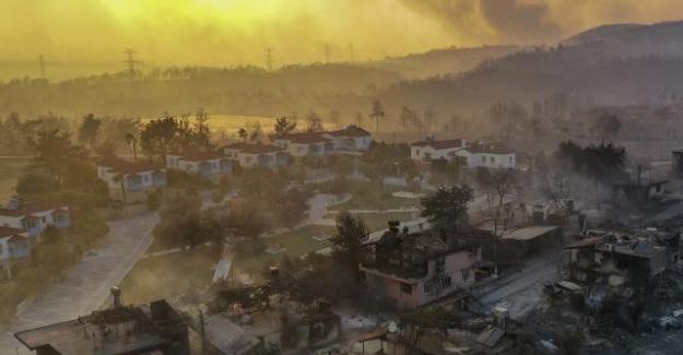 13 İlde 41 ayrı yangınla mücadele sürüyor; Manavgat'ta can kaybı 3'e yükseldi