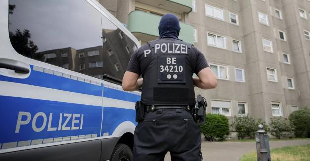 Almanya'daki polis şiddeti görüntüleri sosyal medyada tepki topladı