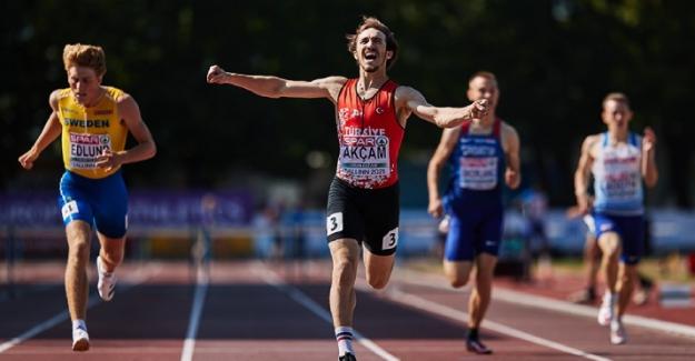 Avrupa Atletizm Şampiyonasında milli sporcu Berke Akçam, 400 metre engellide altın madalya kazandı