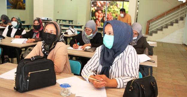 Çiftçi Evi'nde kadın derneklerine hijyen eğitimi