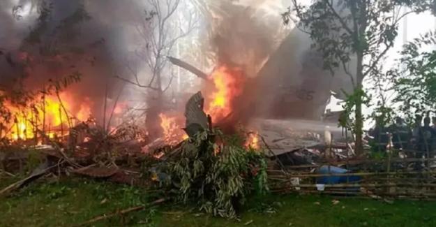Filipinler'de 85 kişiyi taşıyan askeri uçak düştü: En az 17 kişi hayatını kaybetti