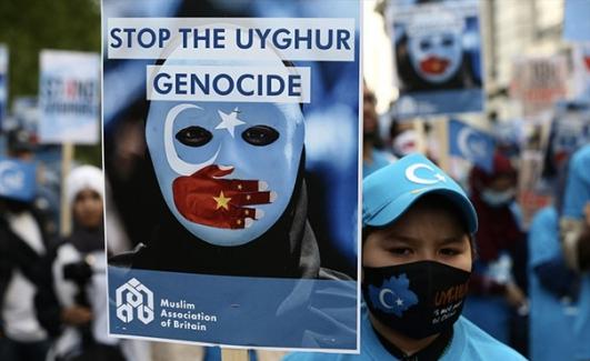 Londra'da Uygur Türkleri ve hak savunucularından dev gösteri: ÇKP'nin 100. yılı protesto edildi