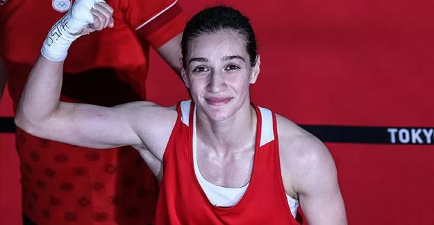 Boksta kadınlar 51 kiloda yarı finale çıkan Buse Naz Çakıroğlu, olimpiyat madalyasını garantiledi