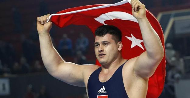 Güreşte erkekler grekoromen stil 130 kiloda Rıza Kayaalp çeyrek finale yükseldi