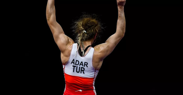 Güreşte kadınlar 76 kiloda Yasemin Adar çeyrek finale çıktı